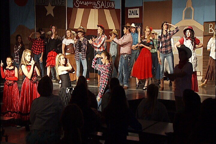"""Middle school students rehearse """"Wagon Wheels West."""" (KSBY)"""
