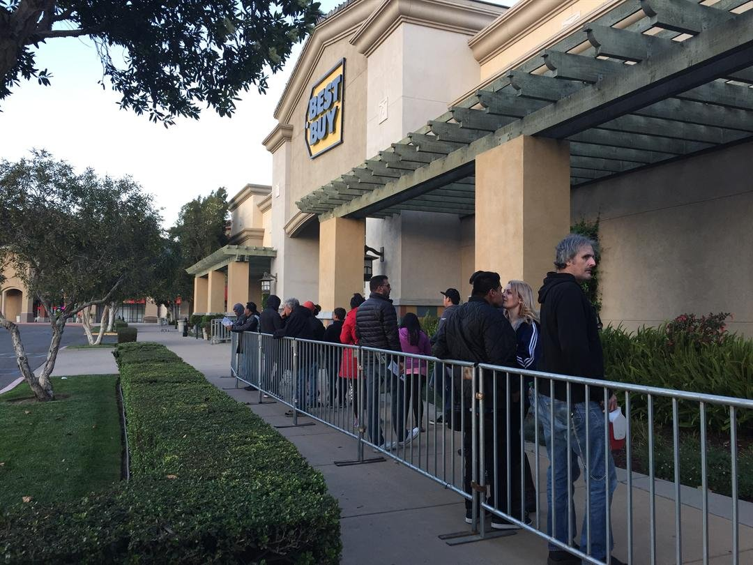 Thanksgiving afternoon starts Black Friday shopping spree