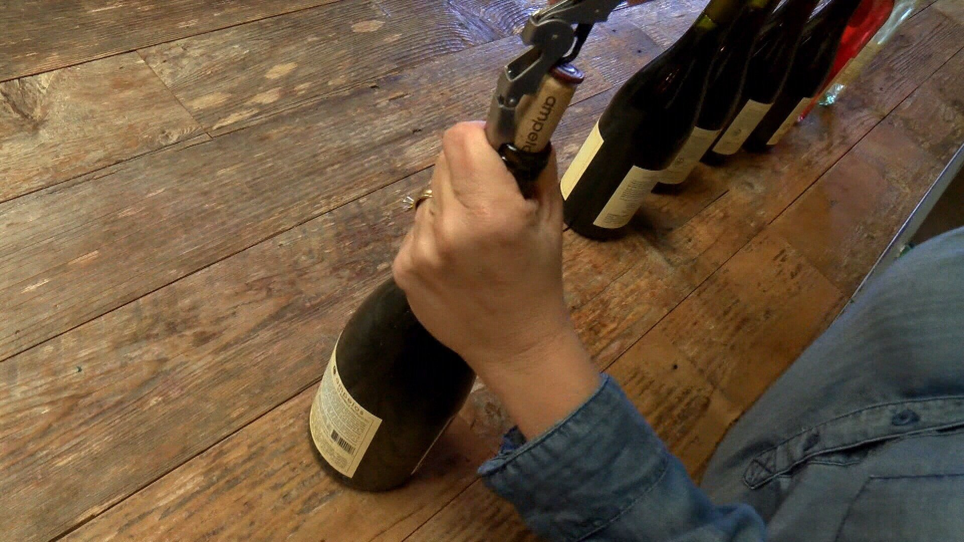 Popping corks at Lompoc's Wine Ghetto (KSBY photo)