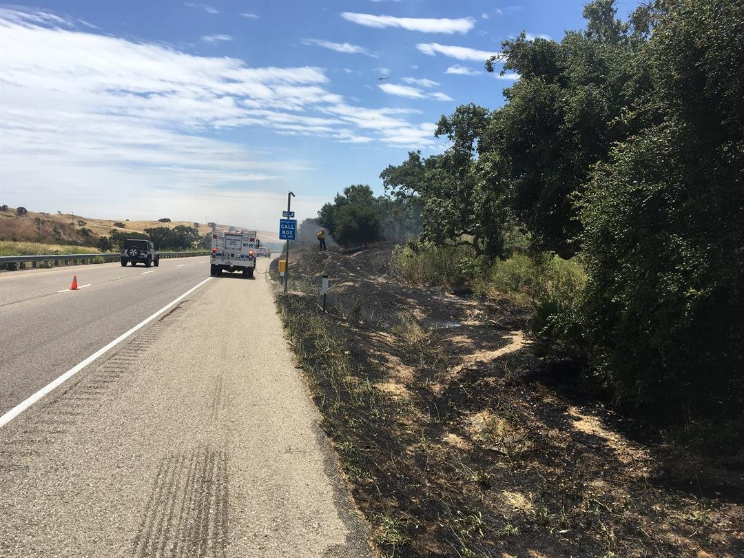 The right lane of southbound Highway 101 south of Los Alamos was closed because of a brush fire. (KSBY photo)