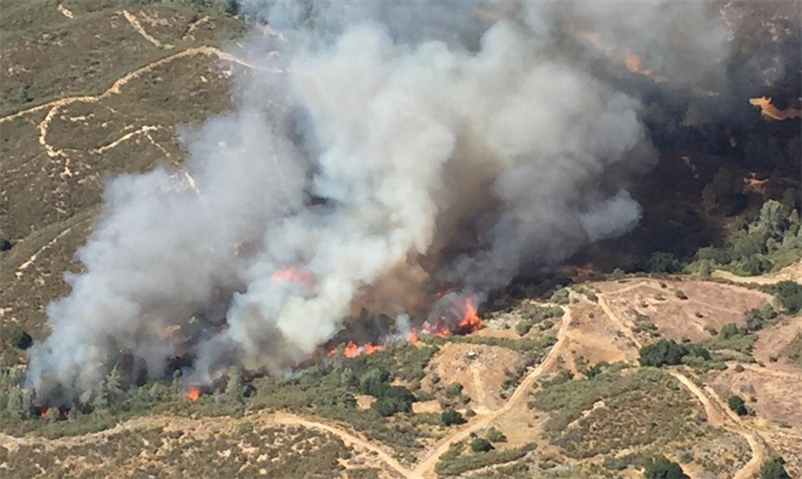 Aerial view of a vegetation fire burning along Parkhill Road east of Santa Margarita. (Photo courtesy CAL FIRE SLO)