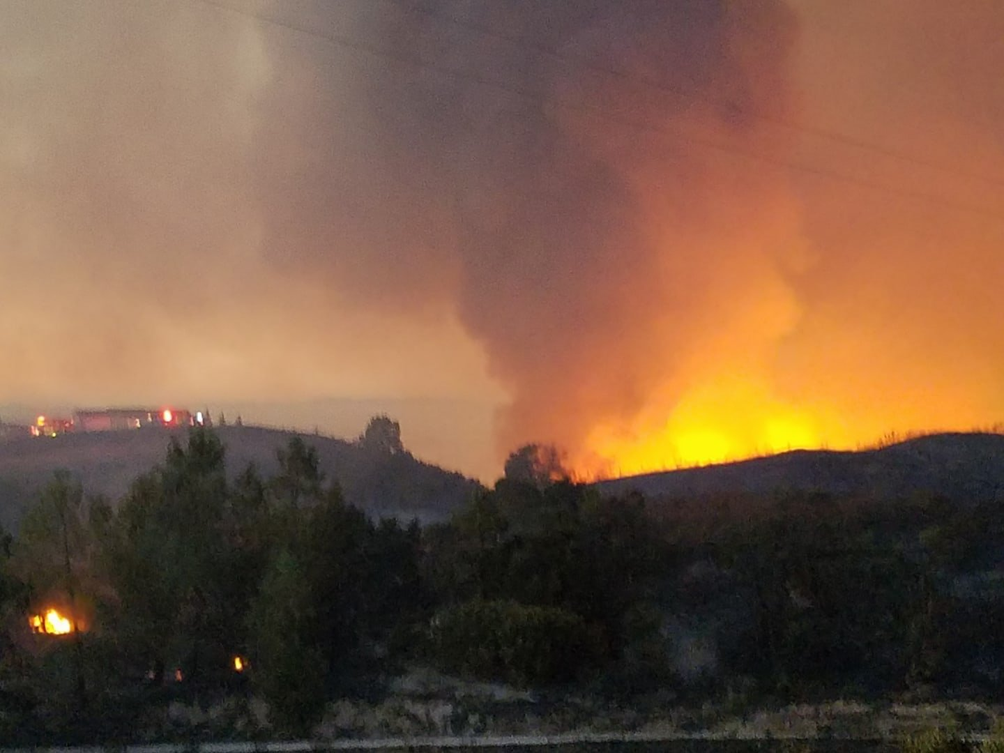 A look at the Hill Fire Monday evening from the 4600 block of Parkhill Road. (Photo: Julie King Tarango)