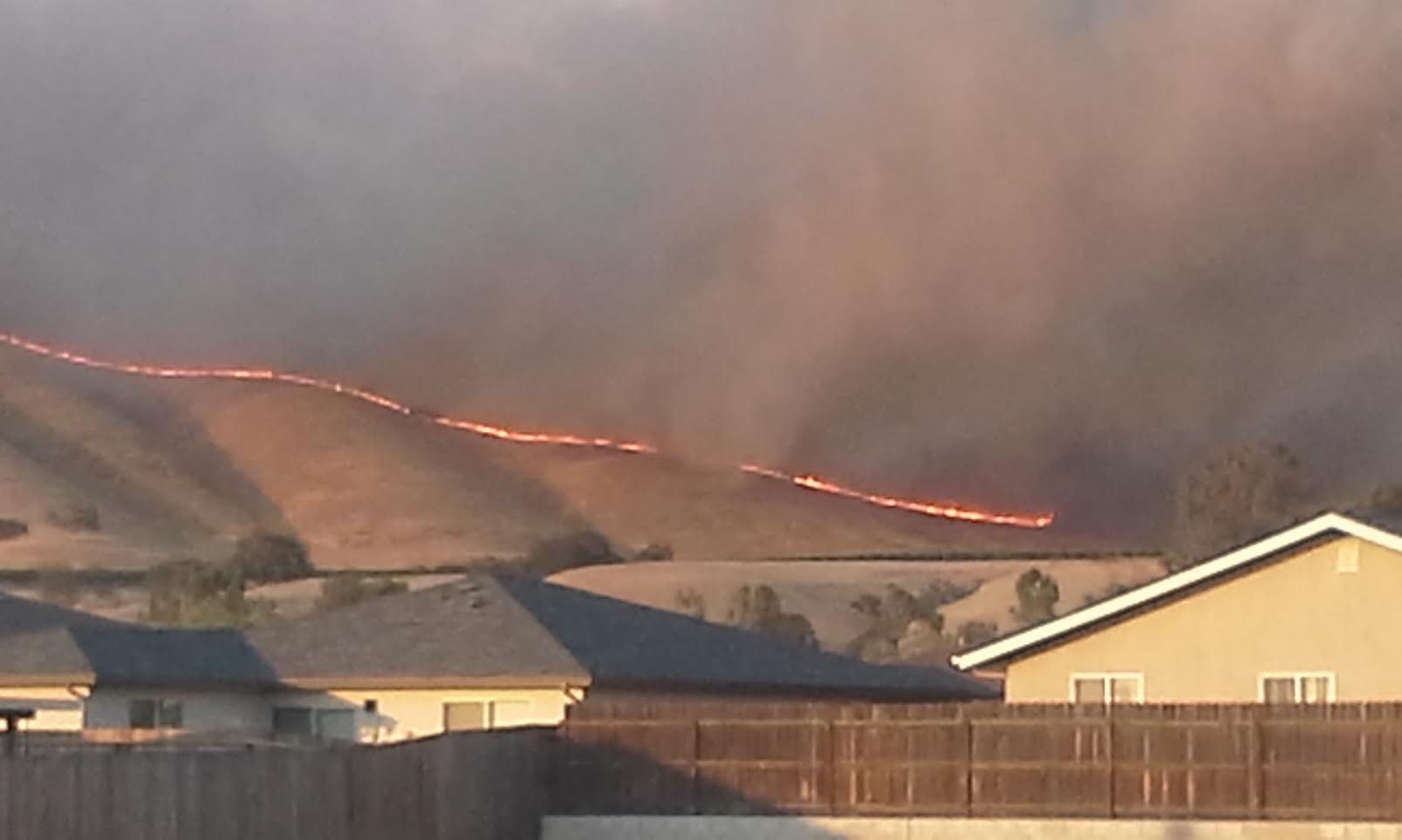 View of the Parkfiled fire on Saturday from 16th Street in San Miguel. (KSBY photo)