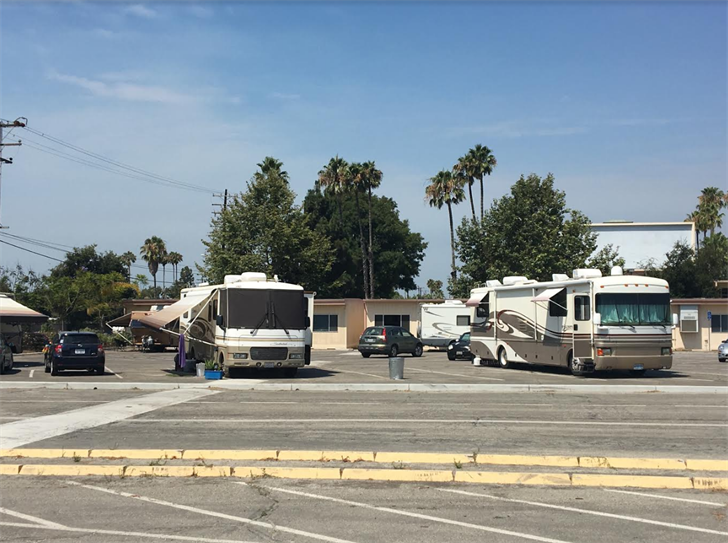 People are staying in RVs outside the Whittier Fire evacuation center in Goleta. (KSBY photo)