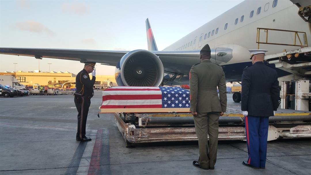 A casket carrying the remains of Pfc. George B. Murray arrives at LAX. (Photo courtesy Laura Herzog/Honoring Our Fallen)