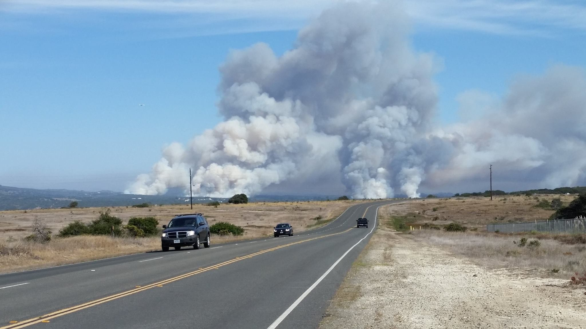 Rucker fire roars through Lompoc, burns hundreds of acres