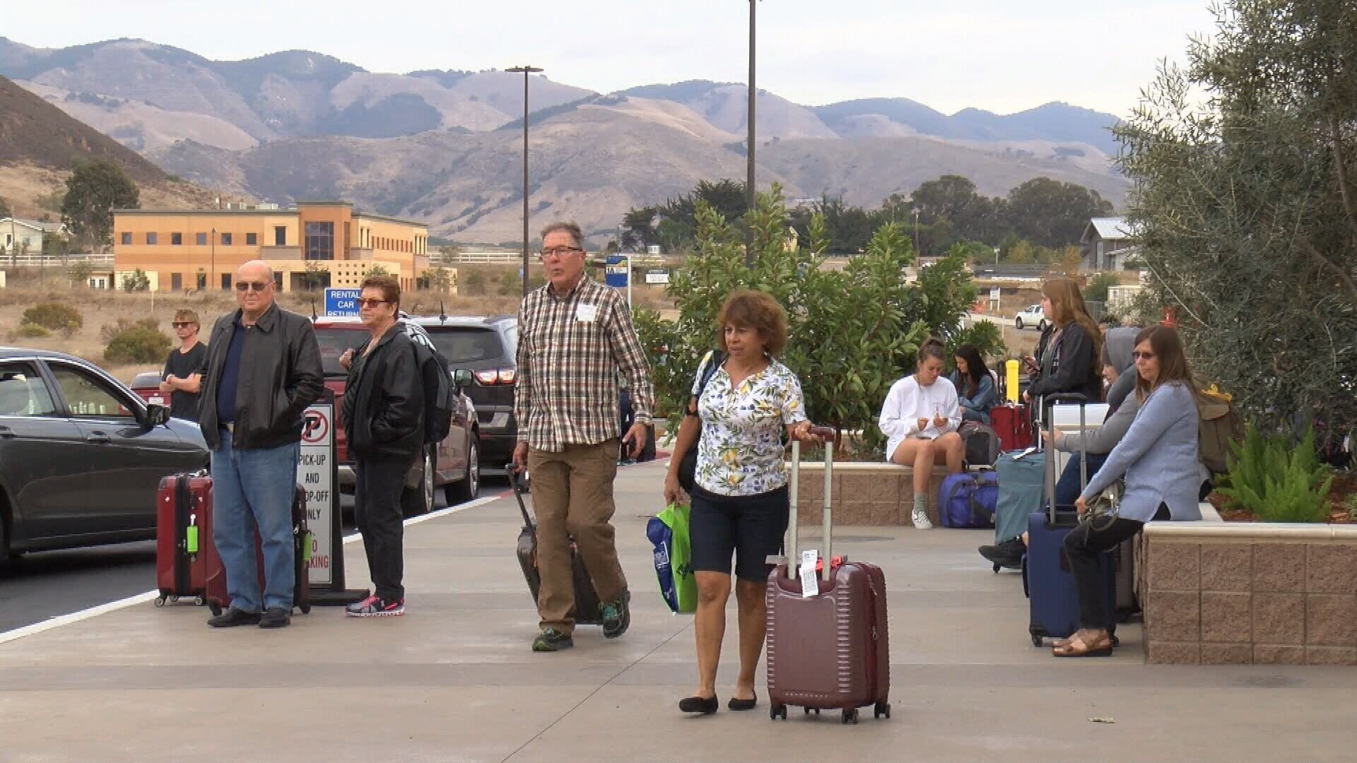Traffic, airport crowds expected for holiday travel back home