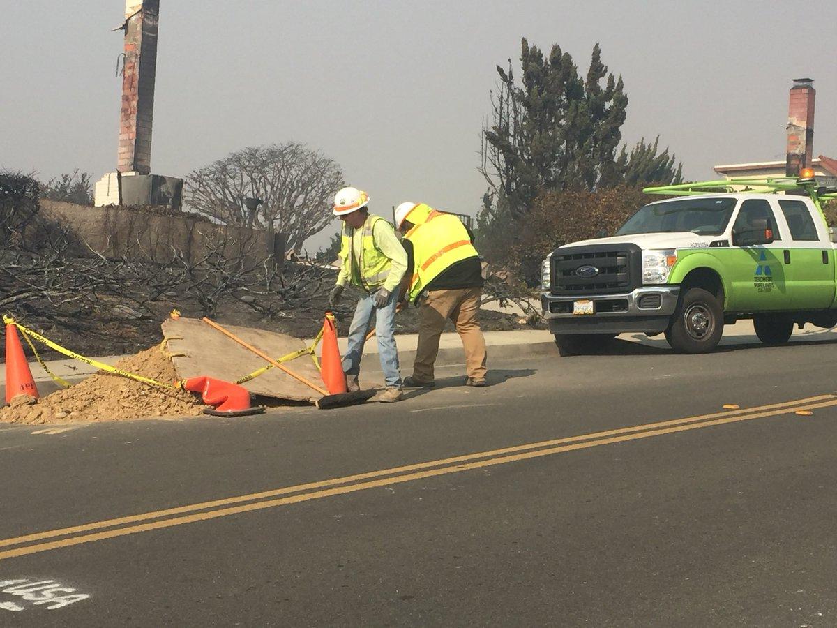SCE crews working in Ventura neighborhoods Friday. (KSBY photo)