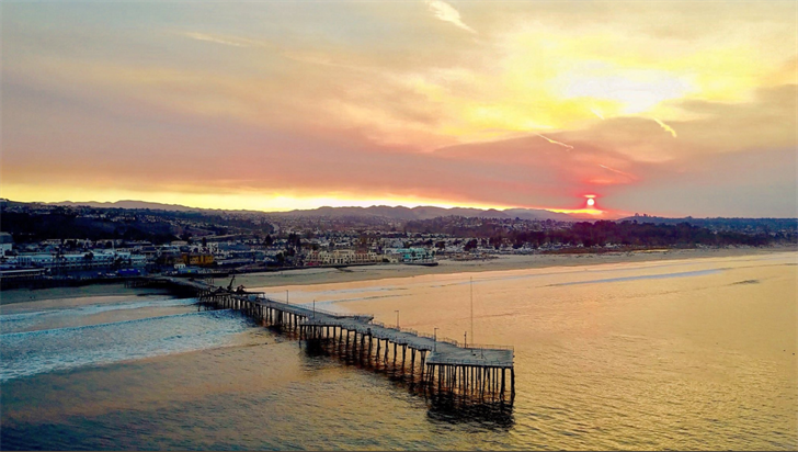 Courtesy: Ben Wooldridge - Thomas Fire smoke over Pismo Pier