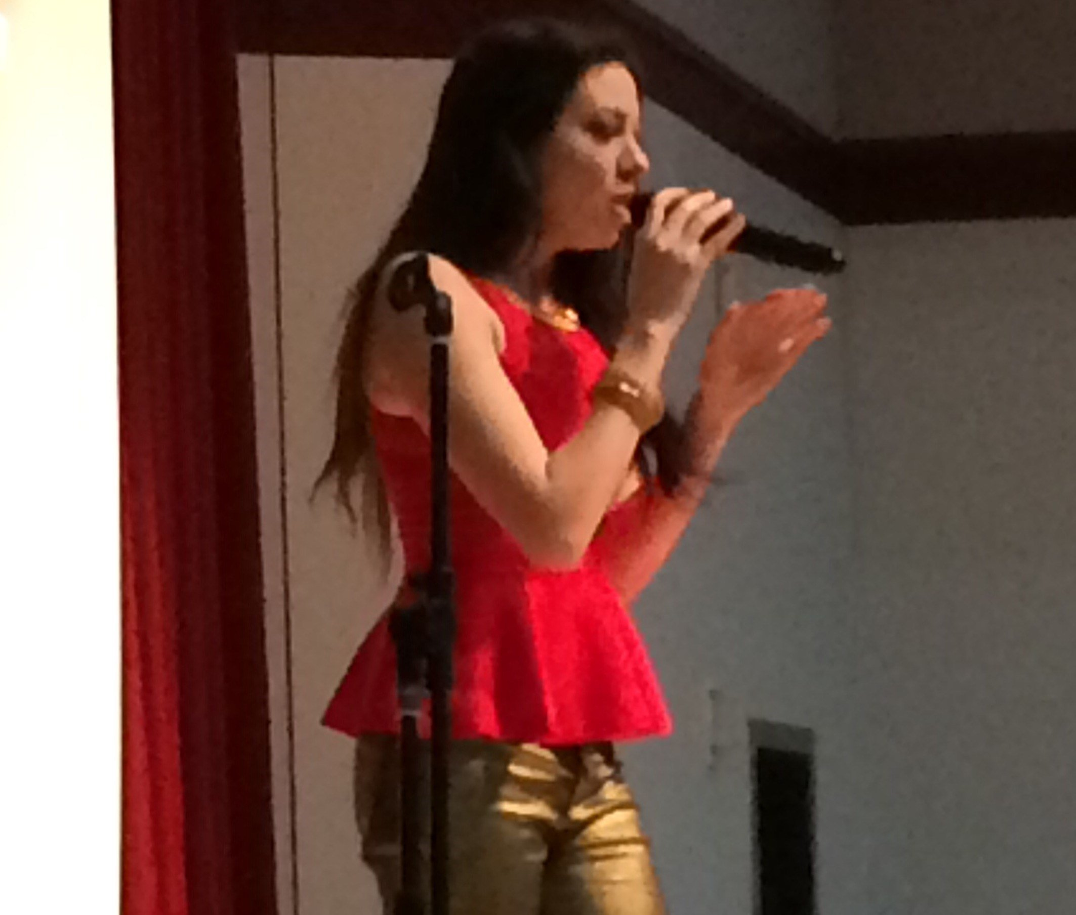 Meredith O'Connor performs at Paso Robles Middle School. (KSBY)